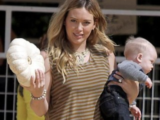 Photos: Hilary Duff Takes Baby to Pumpkin Patch