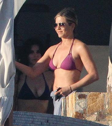 Jennifer Aniston Spends New Year's Eve Vacation with Friends