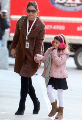 Suri Cruise Off to School