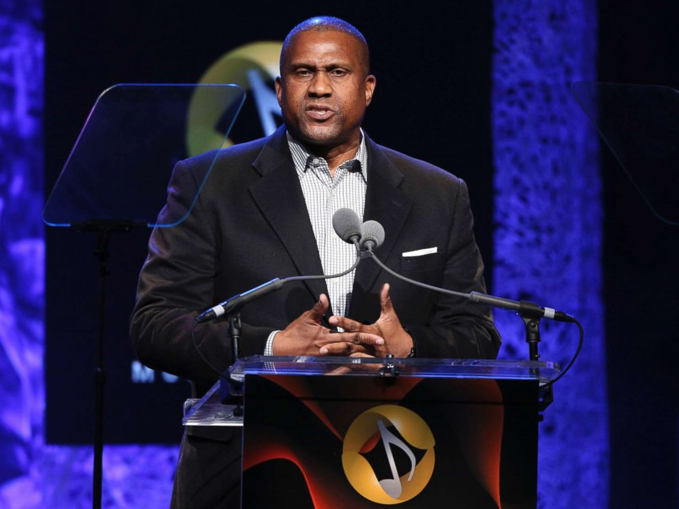 Consensual bashing: Tavis Smiley at war with PBS over sex claims