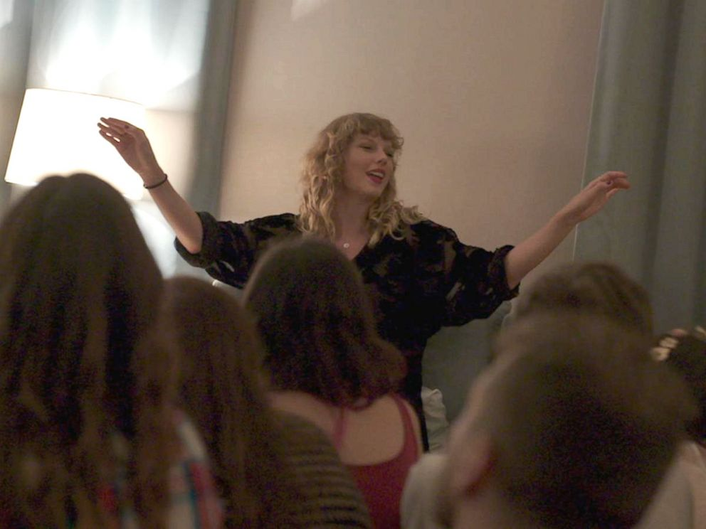 Go Behind the Scenes of Taylor Swift's Reputation Secret Sessions