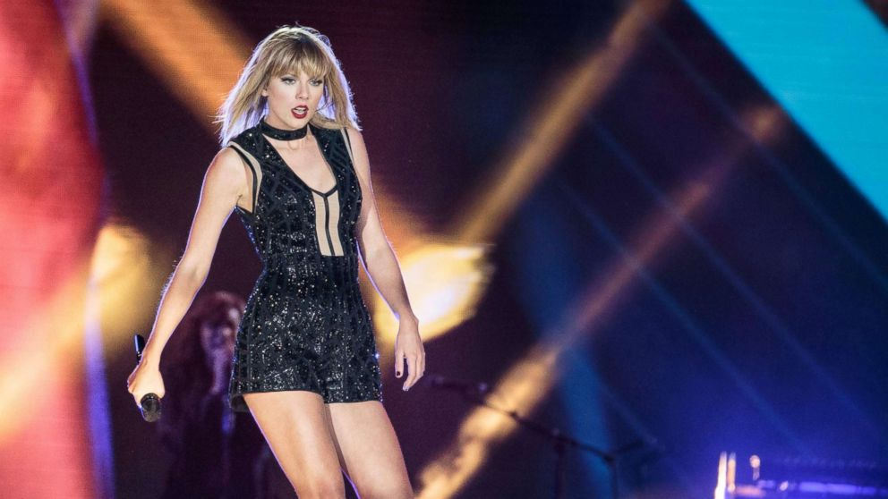 Ex of former DJ testifies she never saw him grope Taylor Swift