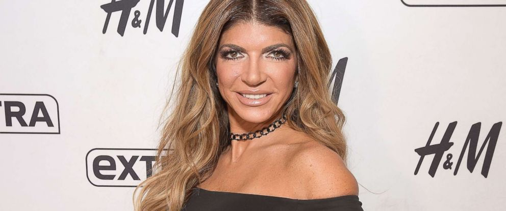 """PHOTO: Teresa Giudice visits """"Extra"""" at H&M Times Square, Oct. 3, 2017 in New York City."""