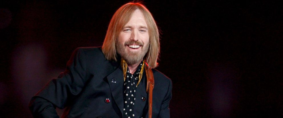 PHOTO: Tom Petty performs during the halftime show of Super Bowl XLII at the University of Phoenix Stadium in Glendale, Arizona, Feb. 3, 2008.
