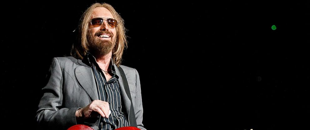 PHOTO: Tom Petty performs on stage at Pepsi Live at Rogers Arena on August 17, 2017 in Vancouver, Canada.