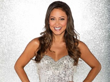'Dancing With the Stars': Vanessa Lachey suffers injury