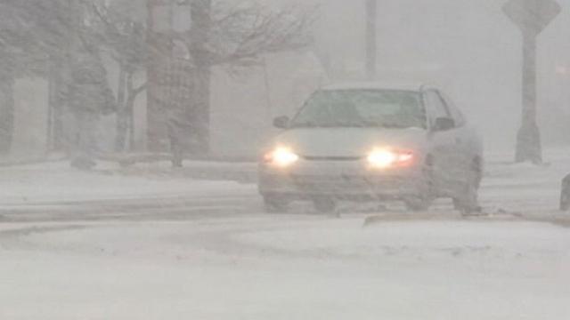 VIDEO: Storms in Midwest create icy conditions, massive delays as hundreds of flights cancelled.
