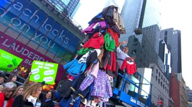 VIDEO: Good Morning America and Burlington Coat factory wrap up their annual coat drive.