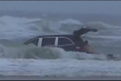 Mom Drove Van into Florida Surf as Kids Screamed