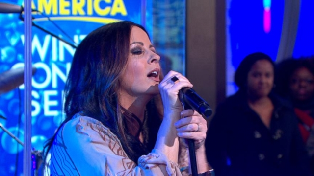 Video: Sara Evans Performs Slow Me Down