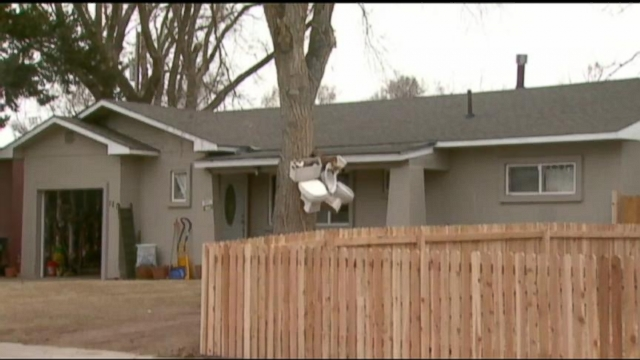 VIDEO: Hanging Toilets Cause a Stink in Neighborhood