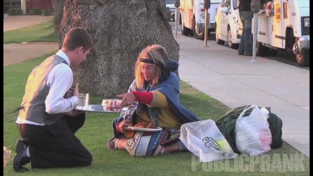 VIDEO: Waiter Delivers Food to the Homeless