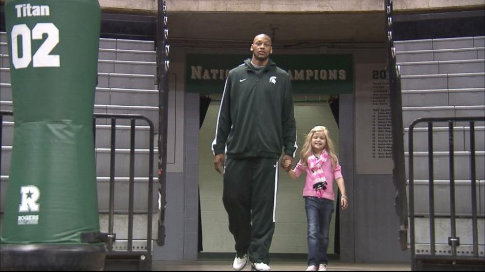 Michigan State University College Basketball Star Befriends Young Cancer Patient Video - ABC News