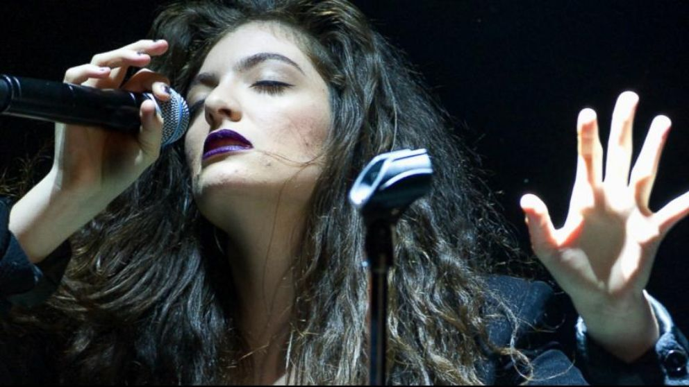 VIDEO: Lorde Reveals Untouched Photos of Her Face