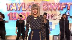 VIDEO: Taylor Swift Performs Out of the Woods