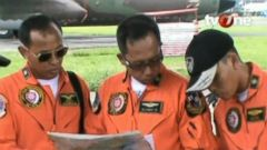 VIDEO: Aviation Expert on What May Have Happened to the AirAsia Plane