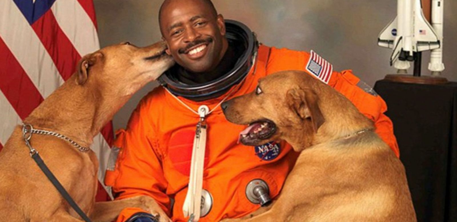 VIDEO: Leland Melvin's official NASA photo features his two dogs.