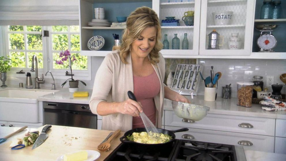 The Kitchen Food Network Cast mrs. carter's skillet apple pie recipe | trisha yearwood | recipe