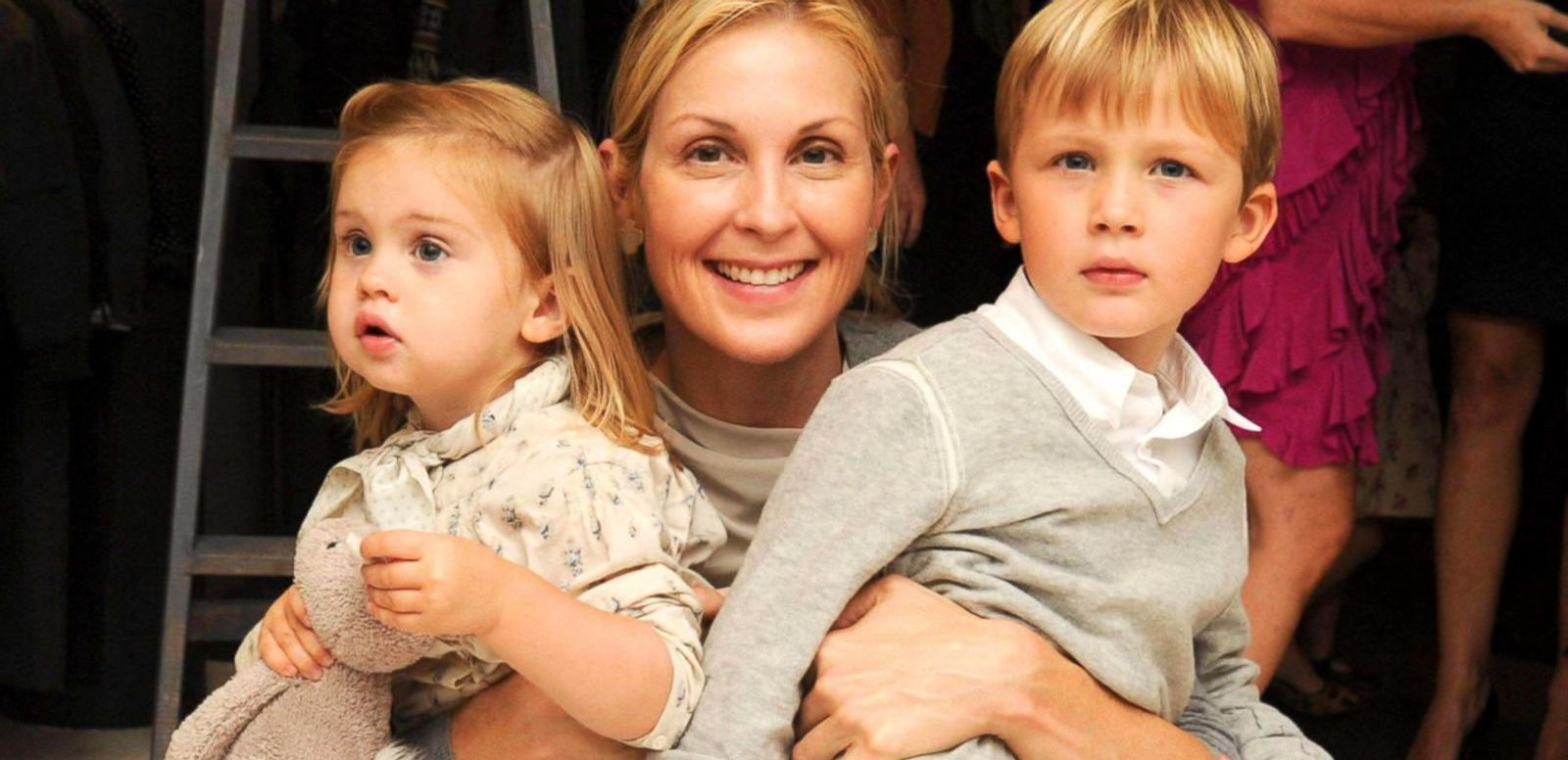 VIDEO: Kelly Rutherford Granted Temporary Sole Custody of Children