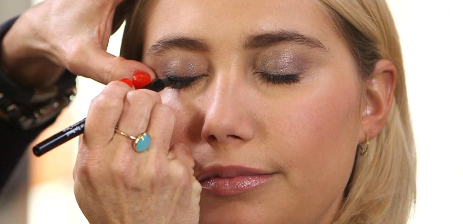 VIDEO: Basic Beauty Tips: How to Create the Perfect Smoky Eye