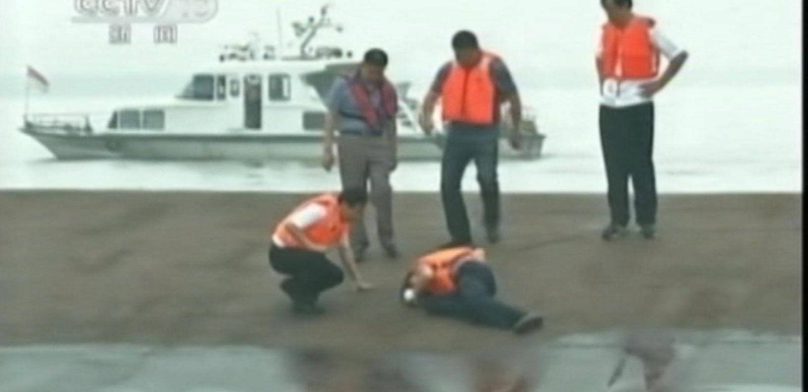 VIDEO: Chinese Ferry Overturns on Yangtze River, Hundreds Missing