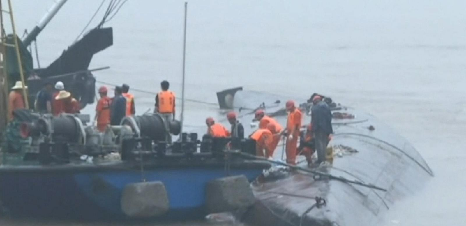 VIDEO: Chinese Weather Threatens Boat Accident Rescue Efforts