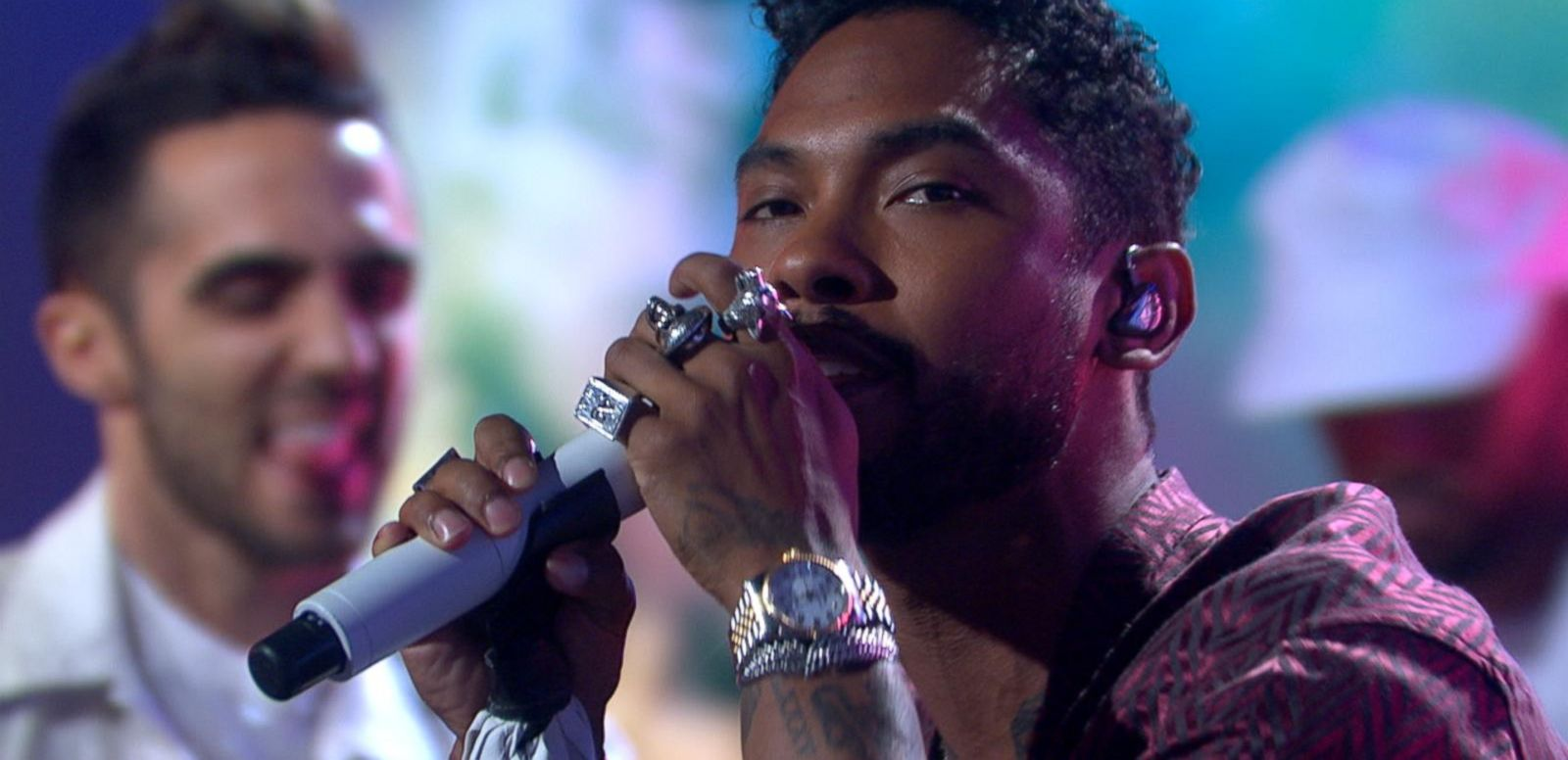 VIDEO: Miguel Performs His Latest Single 'Coffee' Live in Times Square!