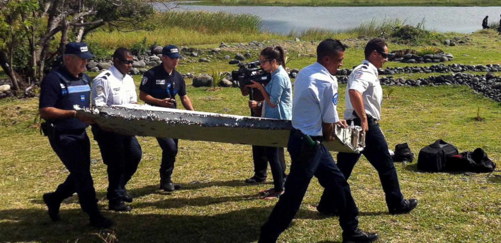 VIDEO: Debris Found on Madagascar Shore Believed to be Part of Boeing 777