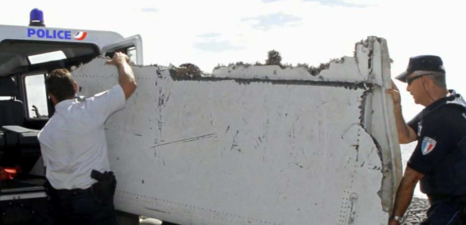 VIDEO: Possible MH370 Flight Debris Arrives in France for Analysis