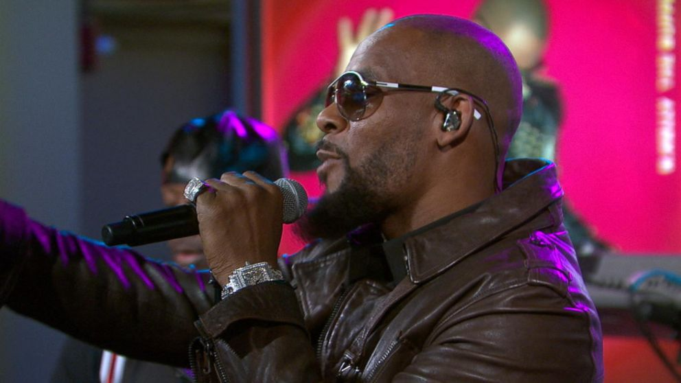 R Kelly Performs Backyard Party Video