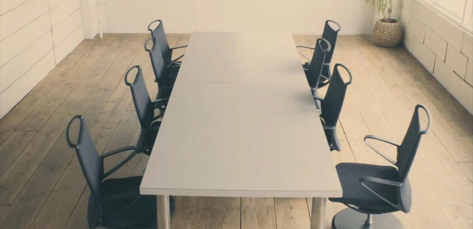 VIDEO: Engineers at Nissan unveiled the office chairs that return to their place at the sound of a clap.