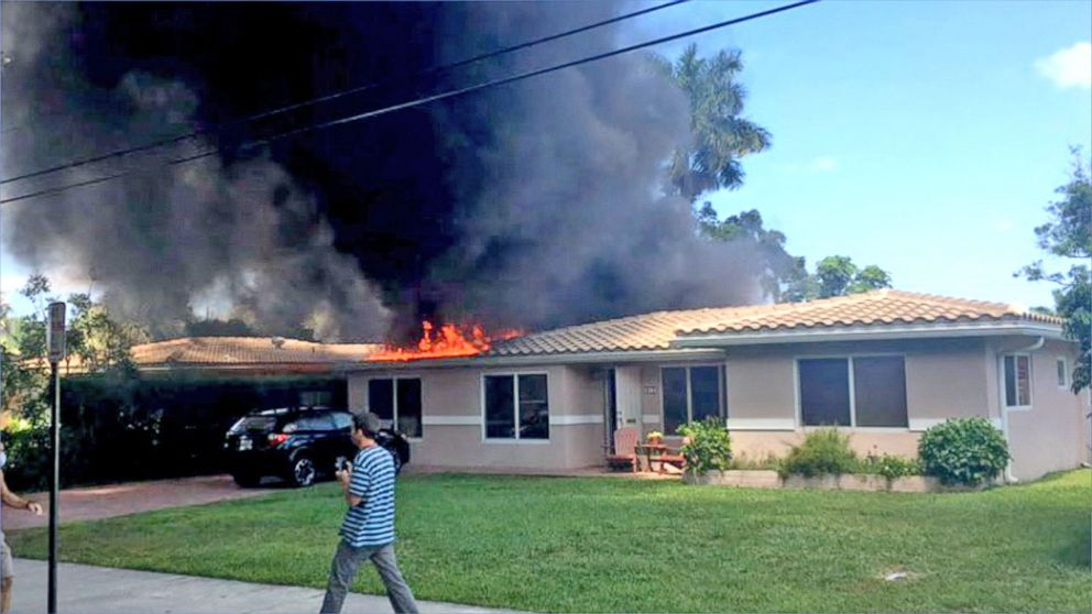 small house florida small plane crashes into florida home video abc news