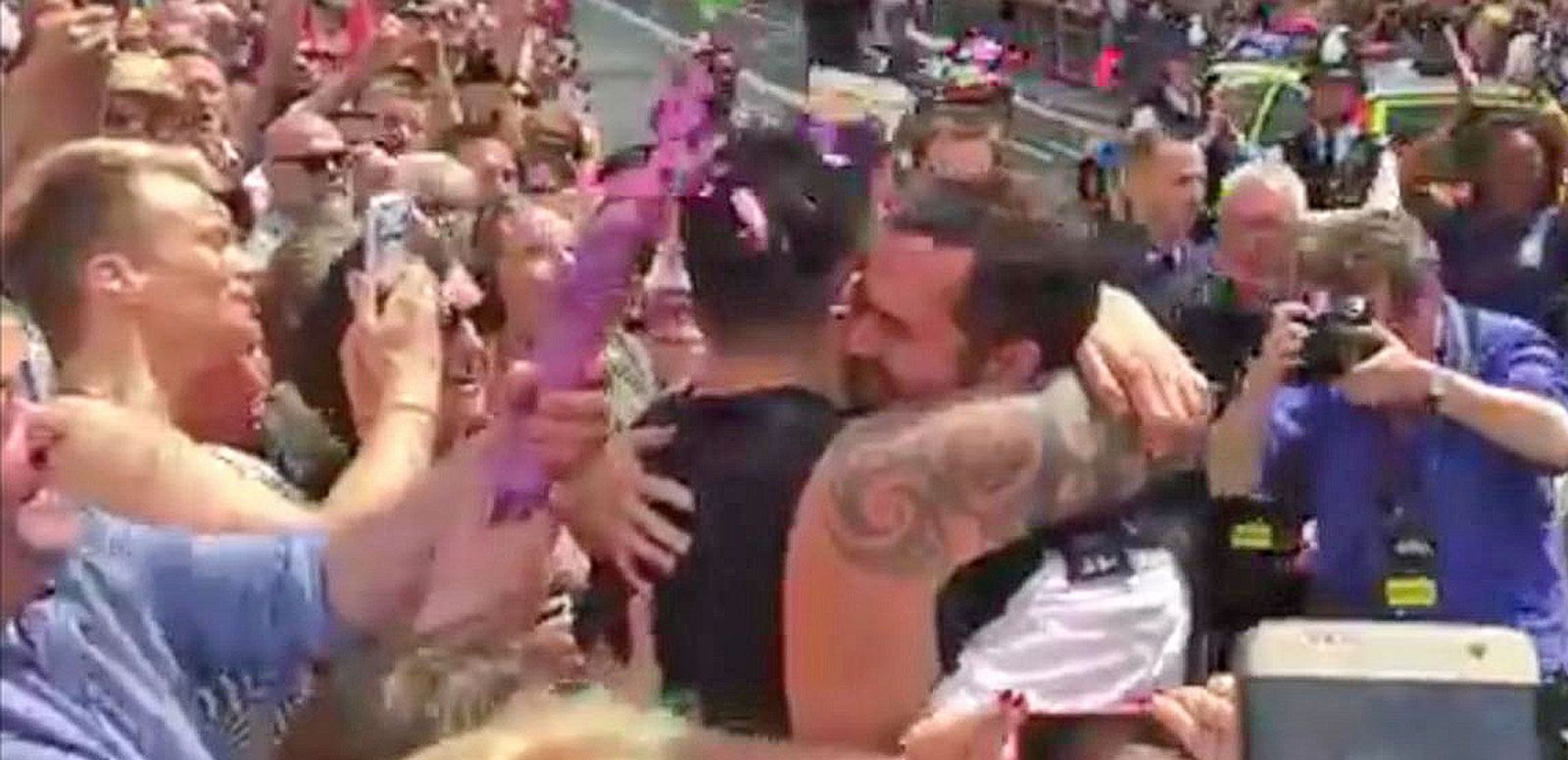 VIDEO: Police Officer Proposes to His Partner at London Pride Parade