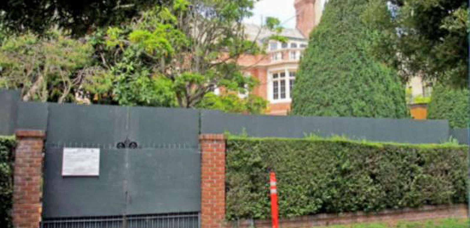 VIDEO: Facebook's Mark Zuckerberg Angers Neighbors With Waterfront Property Wall