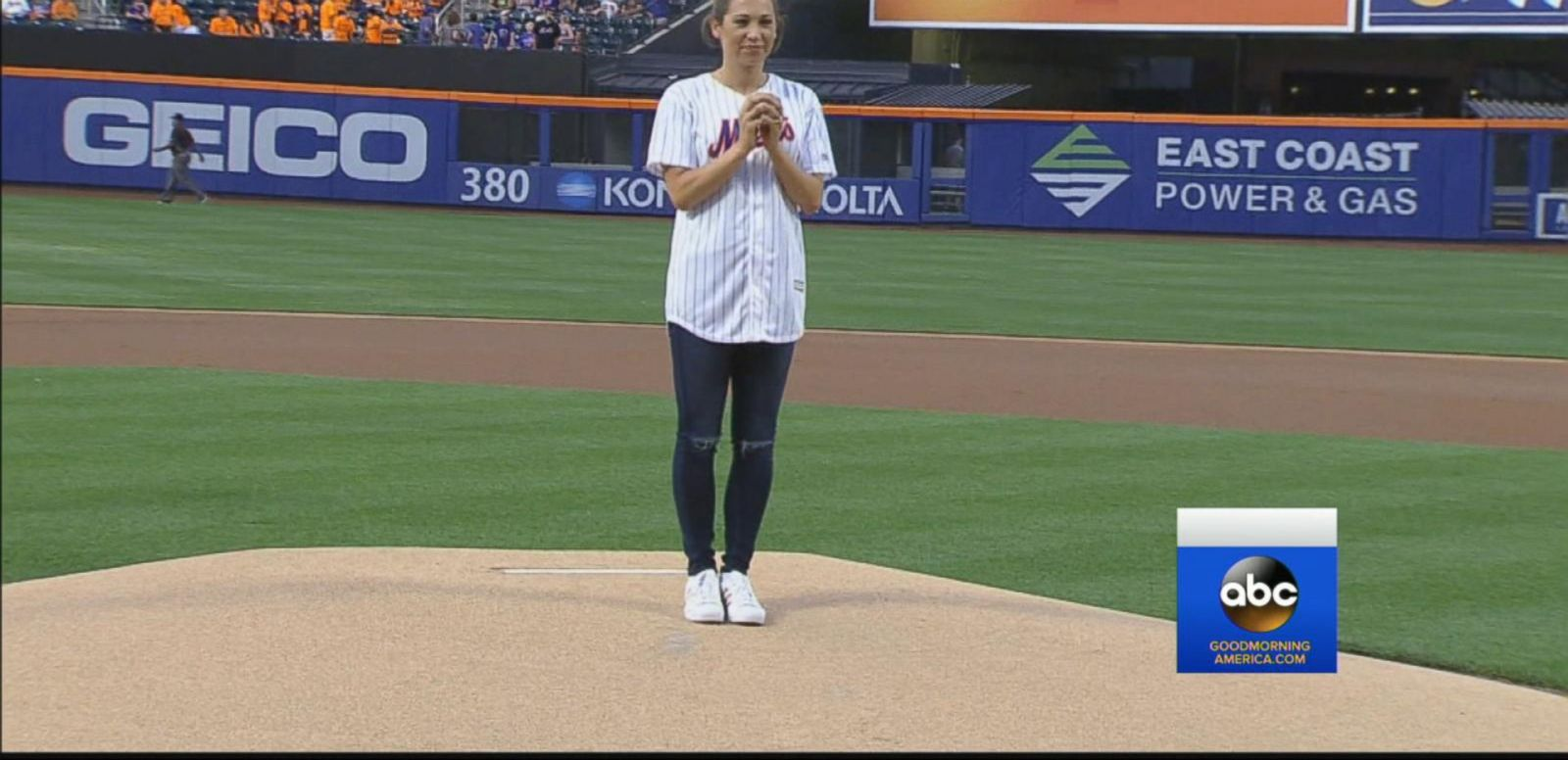 VIDEO: Ginger Zee Throws New York Mets' Opening Pitch