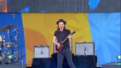 VIDEO: James Bay Rocks Central Park With Best Fake Smile