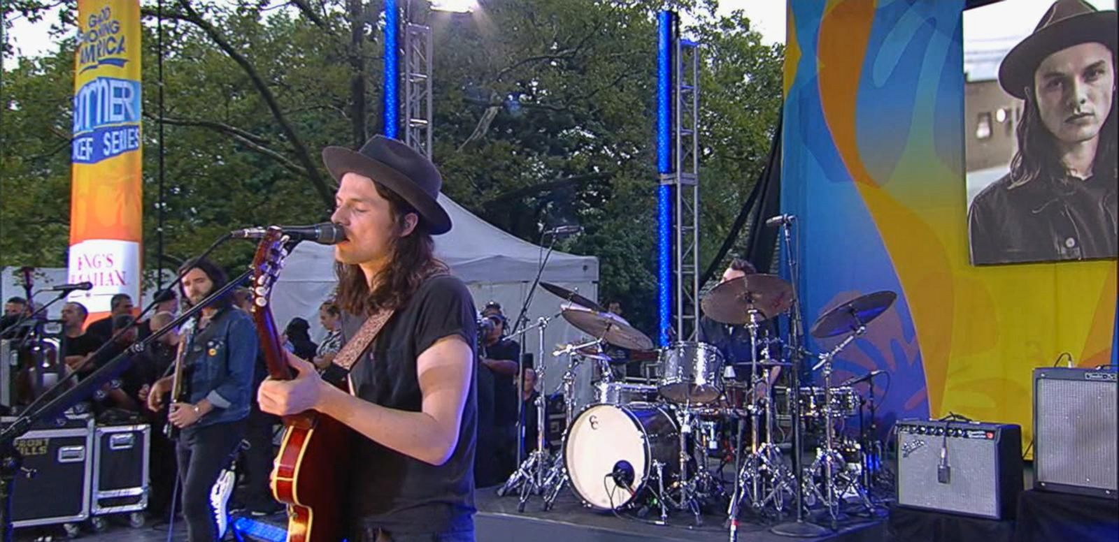 VIDEO: James Bay Performs 'Let It Go' on 'GMA'