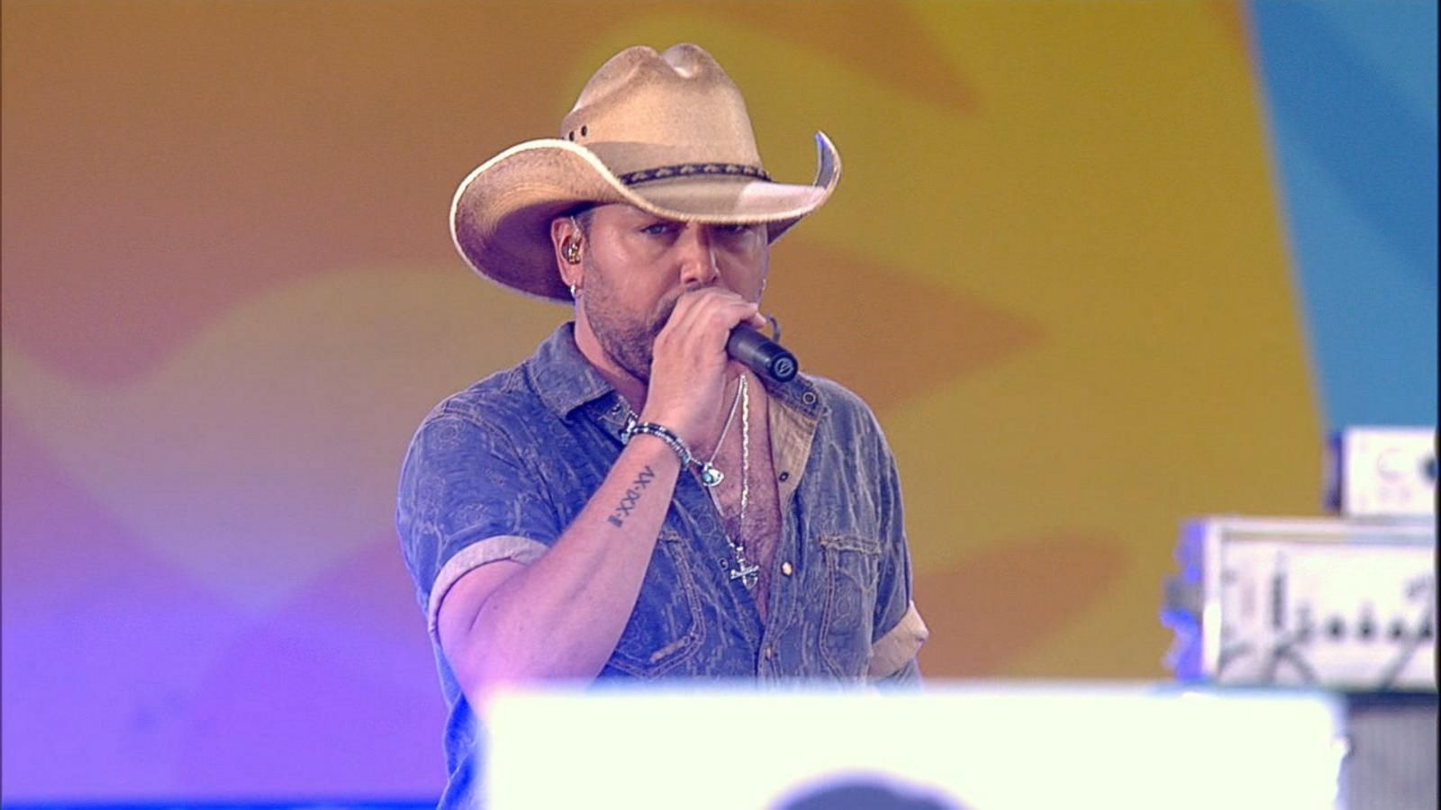 VIDEO: Jason Aldean Sings 'Lights Come On' on 'GMA'