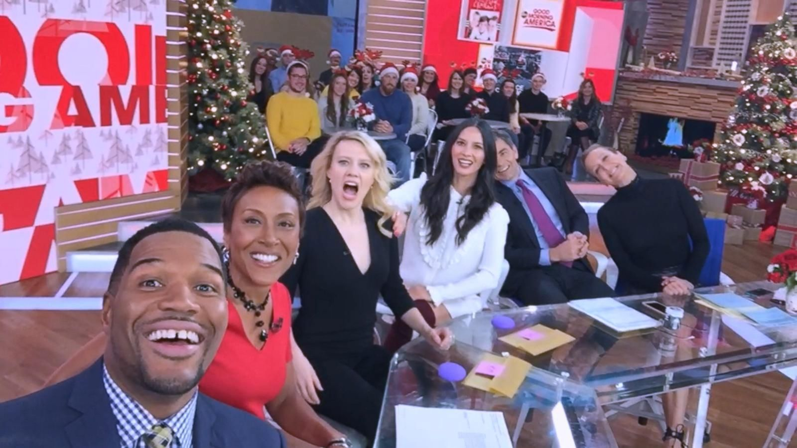VIDEO: Kate McKinnon and Olivia Munn Discuss When Christmas Cards Go Wrong