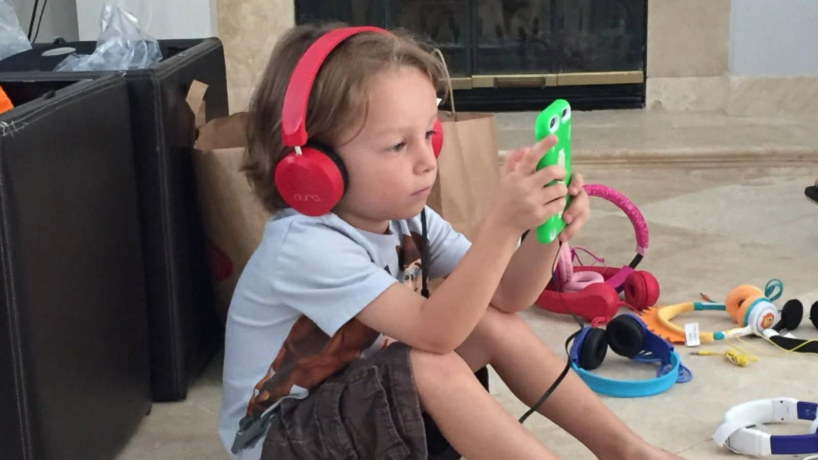 VIDEO: Report Reveals Kids' Headphones May Cause Hearing Problems