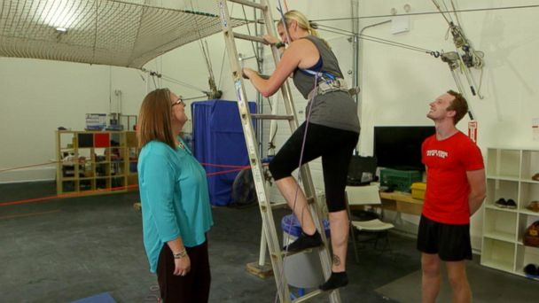 VIDEO: Woman attempts to conquer her lifelong fear of heights live on 'GMA'