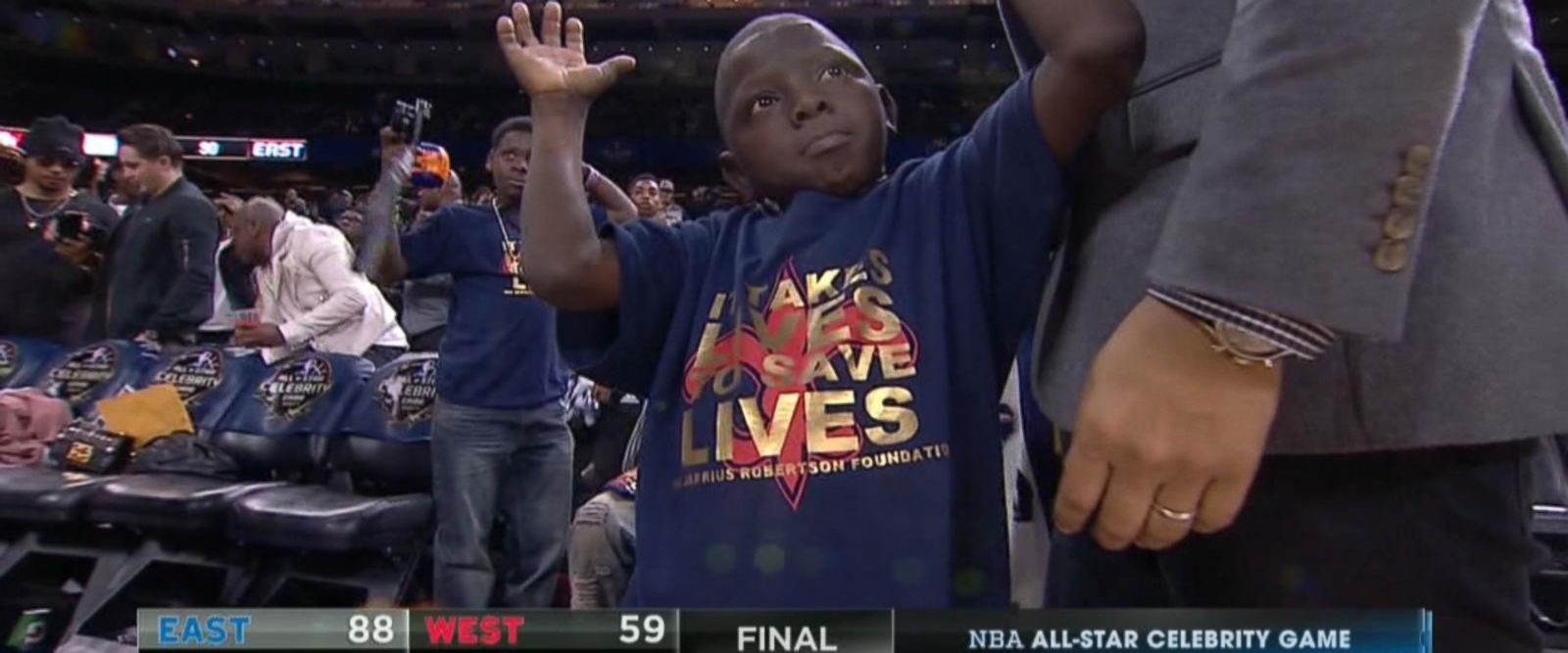 VIDEO: Inside NBA fan Jarrius Robertson's slam dunk moment
