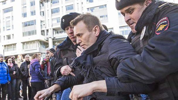 VIDEO: Mass anti-corruption demonstrations break out across Russia