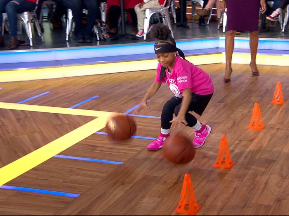 VIDEO: Child basketball prodigy is surprised by a Harlem Globetrotter live on GMA