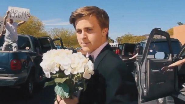 VIDEO:  Teen recreates 'La La Land' opening scene for Emma Stone 'promposal'