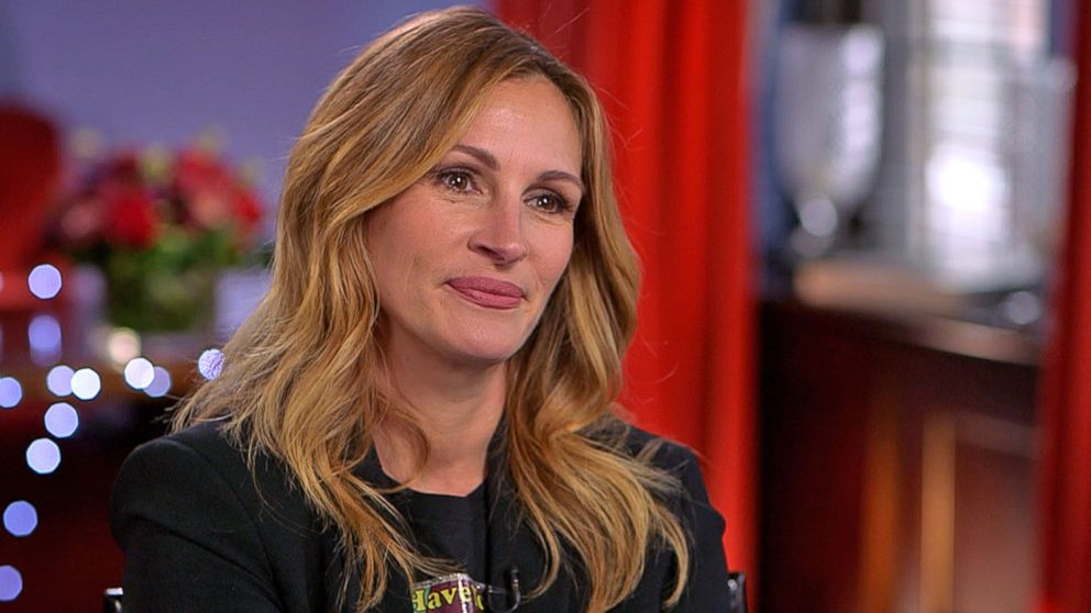 julia roberts dishes on smurfs role video   abc news