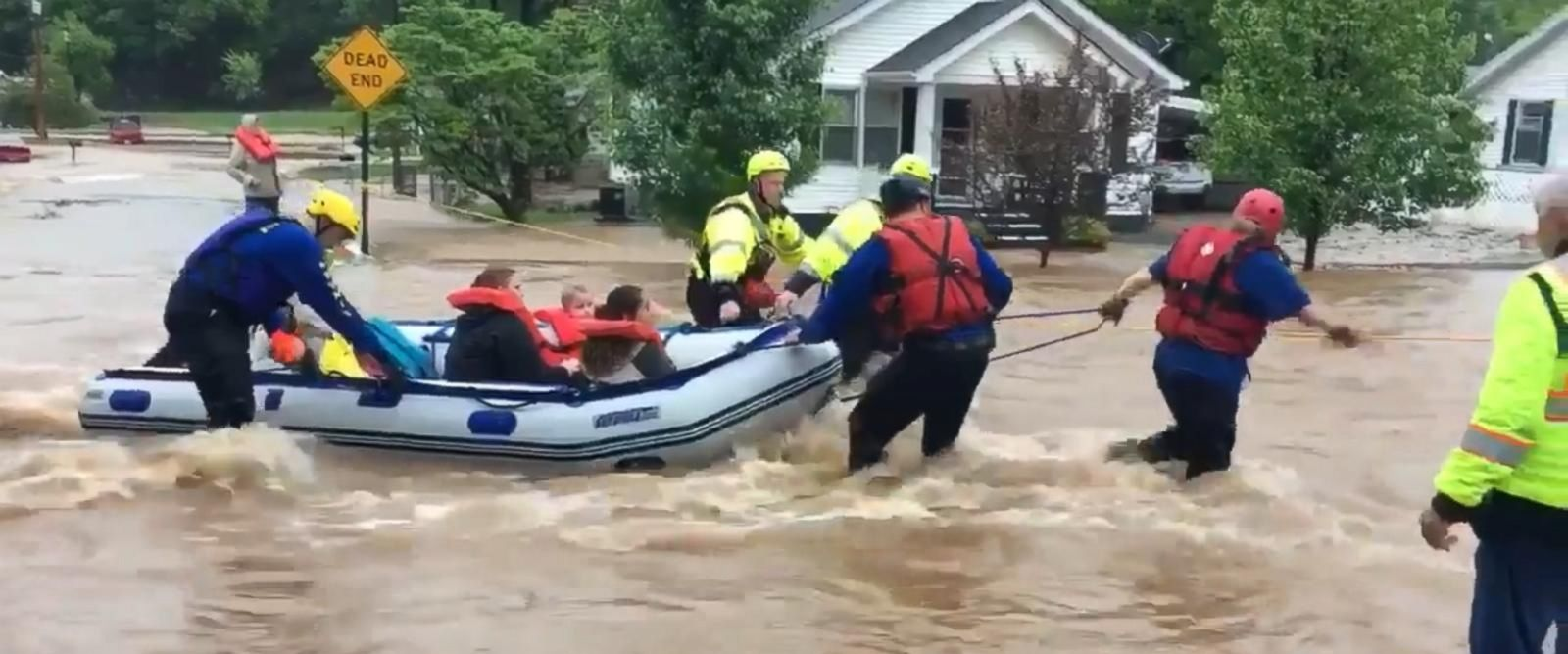 VIDEO: Flash floods sweep across the Midwest