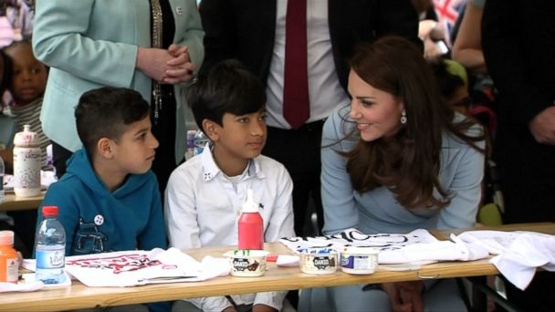 VIDEO: Kate, 35, visited an art museum and met with school children.