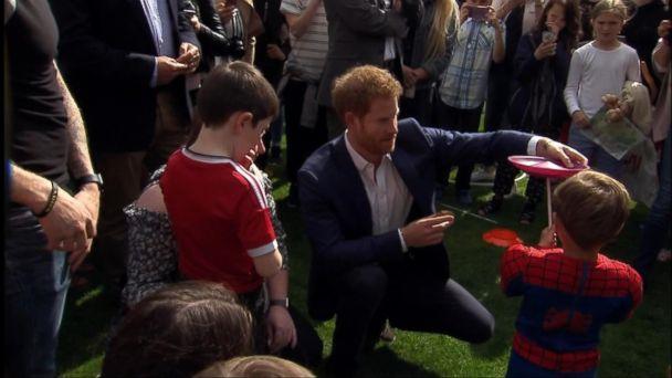 VIDEO: Royals host Buckingham Palace kids party