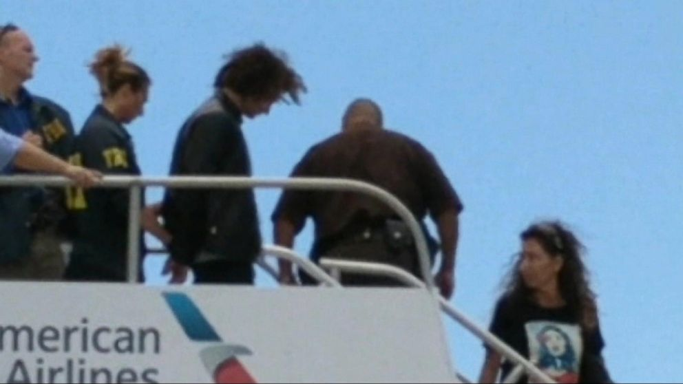VIDEO: Man accused of trying to enter the cockpit of an American Airlines flight en route to Hawaii